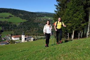 wanderurlaub-berg-see-sommer