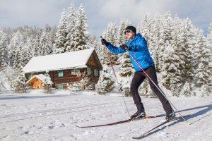sporturlaub-langlaufen-loipe-winter